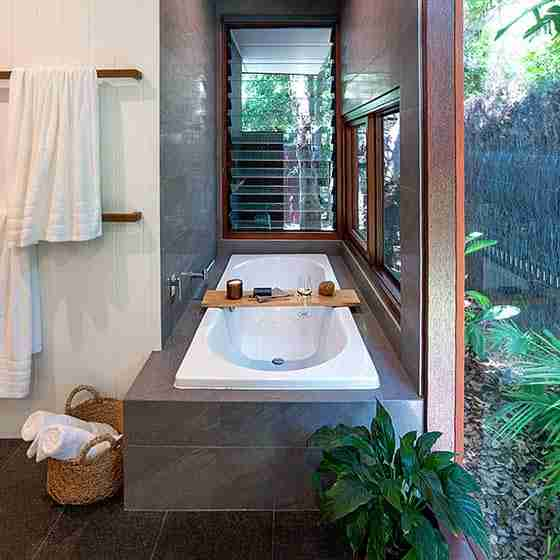 byron bay luxury accommodation for couples Byron Beach Retreats Private Bungalow Luxury Bath