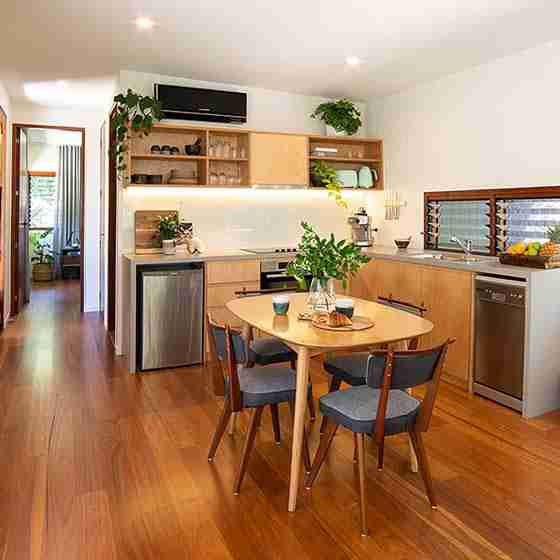 luxury escapes byron bay Byron Beach Retreats Private Bungalow Natural Timber Kitchen